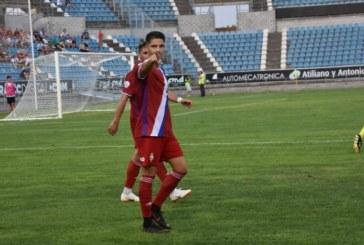 El delantero isleño Caye Quintana Hace líder al Recreativo