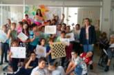 Emotivo encuentro entre niños y mayores de Isla Cristina