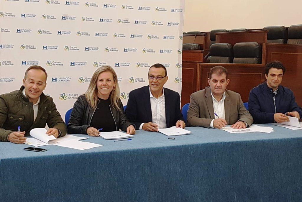 El Ayuntamiento de Isla Cristina y Diputación firman convenio para subvencionar materiales del Ayuntamiento